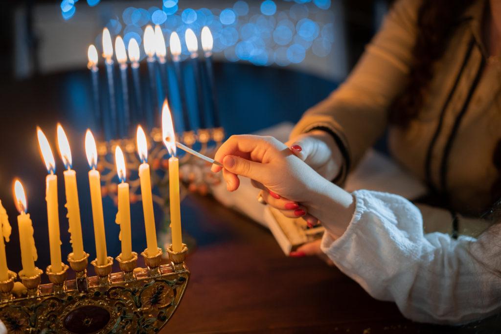 children lighting the menorah